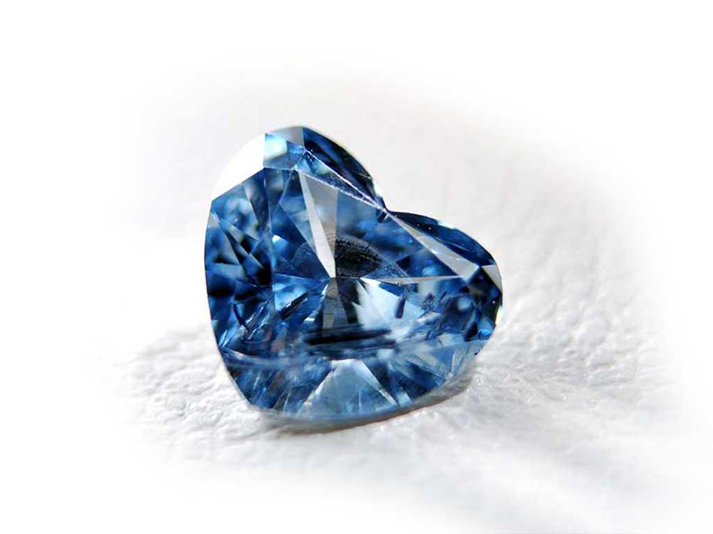 Heart Cut Cremation Diamond from Algordanza